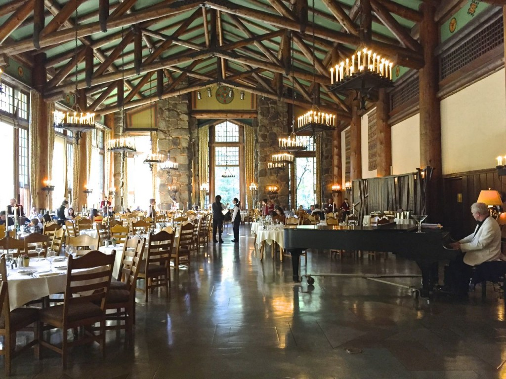 The Grand Dining Room, The Anwahnee, Tosemite, California, USA.