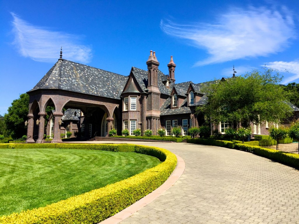 The long stately driveway at Ledsons, Sonoma, California, USA.
